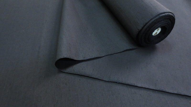紬糸の黒い大島紬