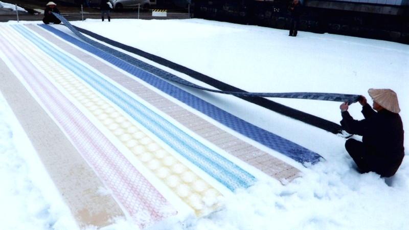 雪さらしをしている絵