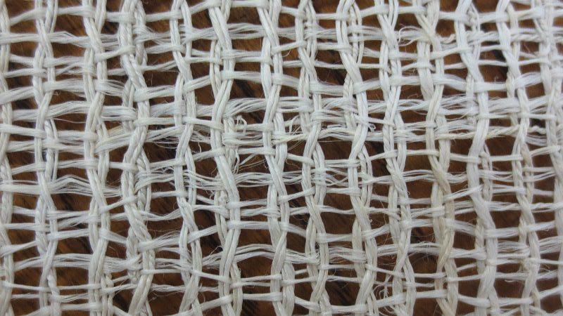 絡んだ糸組織
