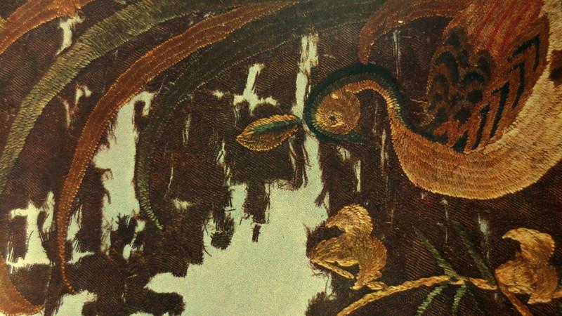 風化する絹織物