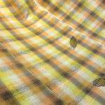 木の葉舞う純草木染紬