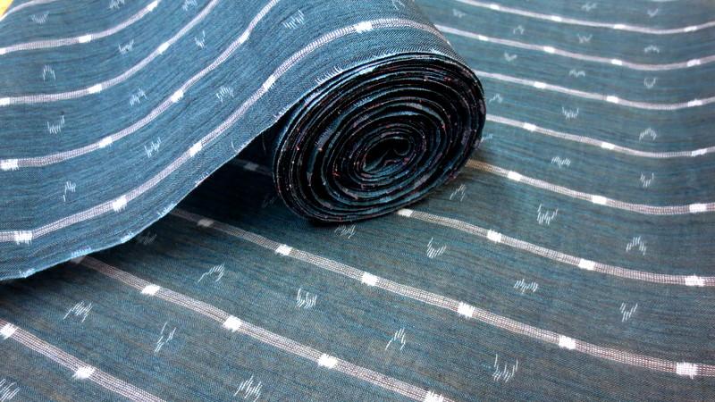 ミドリ色の麻織物